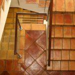 Escaleras de peldaños de barro cocido 22x36x2. Baldosas de barro cocido 40x40.