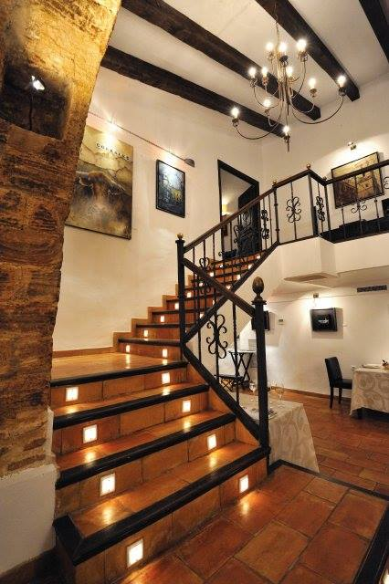 Escaleras de suelo cerámico
