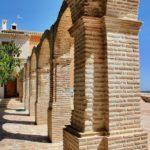 Columnas conformadas con ladrillo rústico manual 25x12x3 cm.
