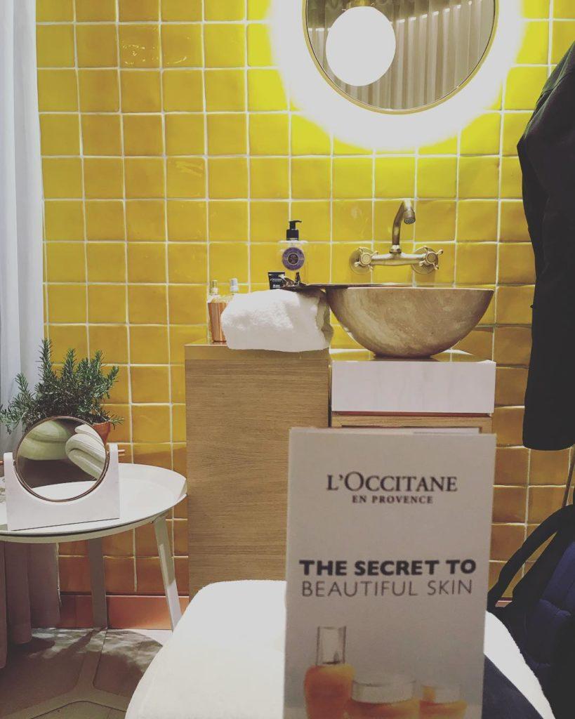 Azulejo Amarillo rustico en baño