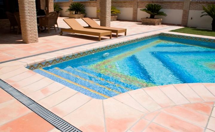suelo ceramica piscina 1