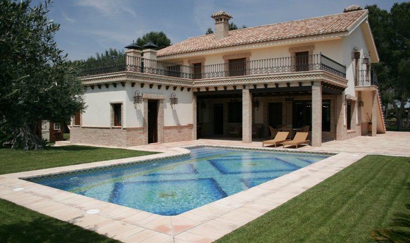 suelo ceramica piscina