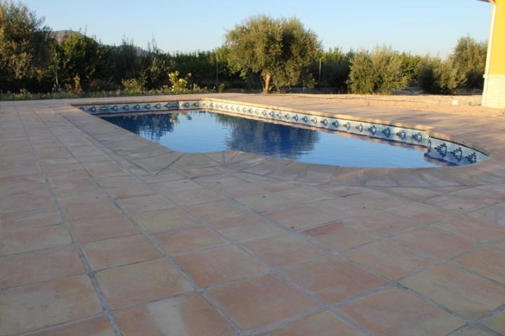 suelos rusticos exterior piscina