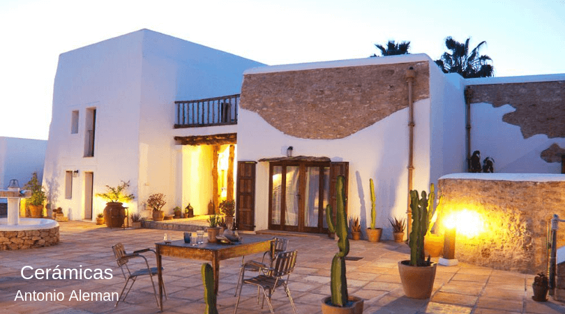 decoracion rustica en casa de lujo de Ibiza